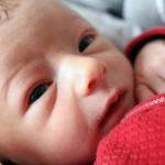 penyebab bayi terus menangis